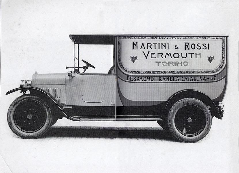 Furgoneta Martini & Rossi carrossada per Molist. Cortesia de Joan Molist.